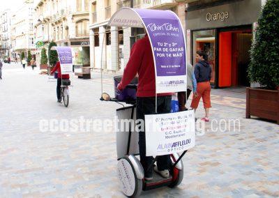 Segway con publicidad para apertura de tiendas en Madrid