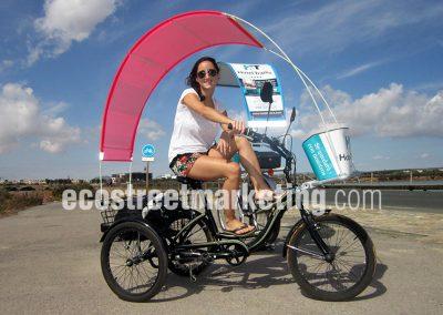 Triciclo con publicidad para hoteles en Mediterráneo
